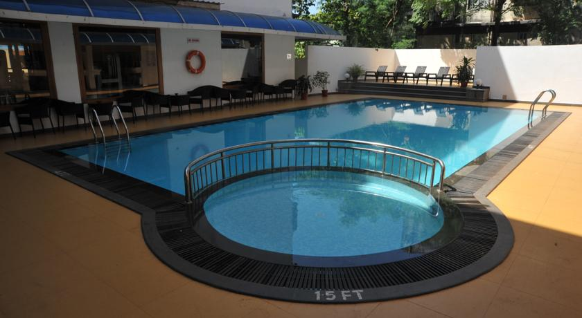 hotel-la-paz-garden-vasco-da-gama-goa-swimming-pool